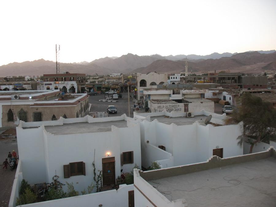 Дахаб. Вид с крыши дома в другую сторону.